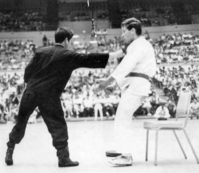 Bruce Lee demonstrates the one-inch punch. Credit: שילוני/ (Creative Commons)