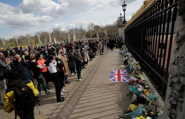 Mourners at the gates of Buckingham Palace. Credit: PA