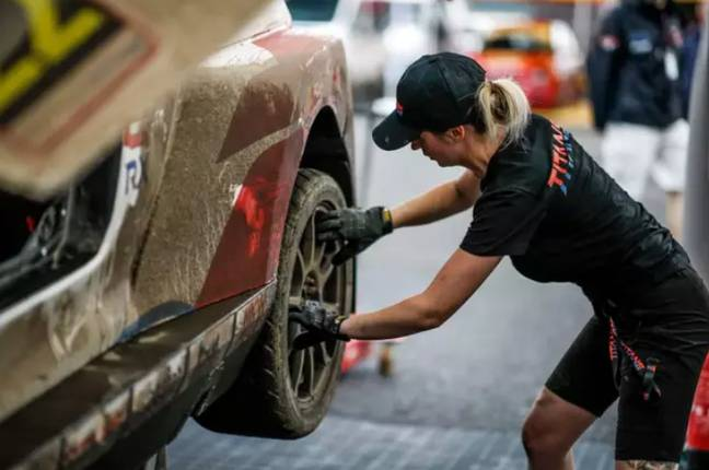 Laura works as a motorsport mechanic, so safe to say she knows a fair bit about cars. Credit: LADbible