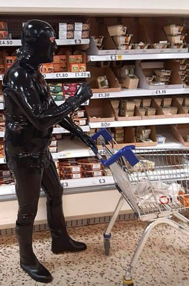 Turning heads at Tesco. Credit: Eastnews Press Agency