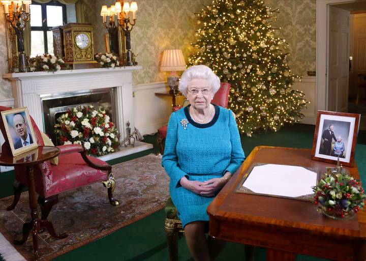 Buckingham Palace Has Responded To Bizarre 'Queen Is Dead' Tweet