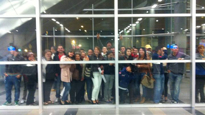 Woman Tracks Down Biological Mother And Is Greeted By 30 Long Lost Relatives At Airport