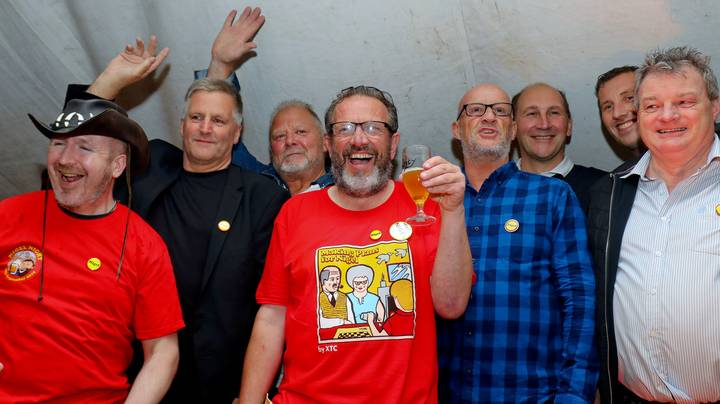 More Than 430 Nigels Gather In Pub For World Record Attempt