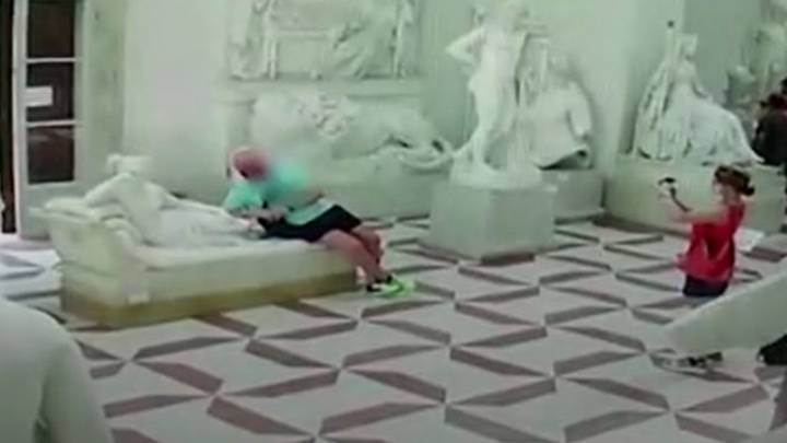 Tourist Accidentally Breaks Toes Off 200-Year-Old Sculpture In Italian Museum