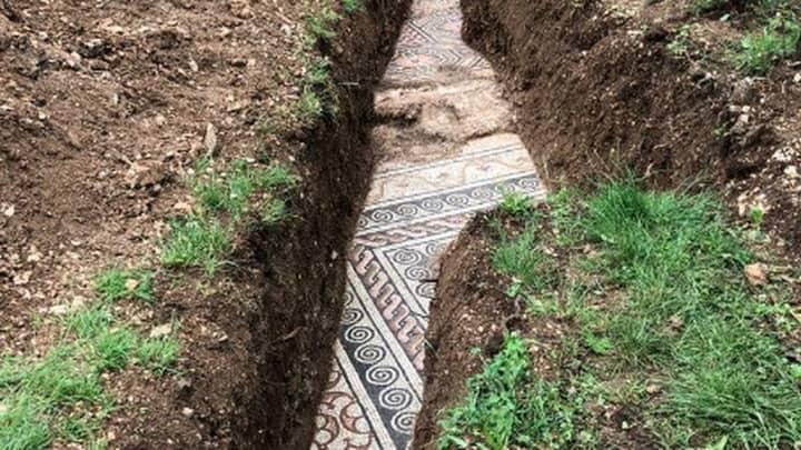 Italian Archaeology Team Unearth Mosaic Floor From Roman Villa