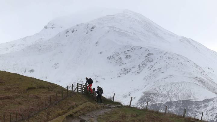 People Are Getting Stoned In An Emergency Shelter Atop Ben Nevis