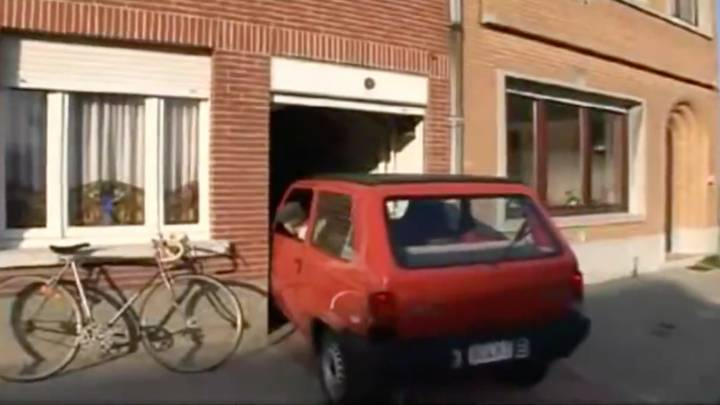 Clip Of Man Parking In Garage Only 6cm Wider Than His Car Goes Viral