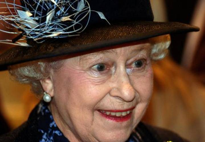 The Queen Was Nearly Shot By Her Guardsman After She Went For 3am Stroll