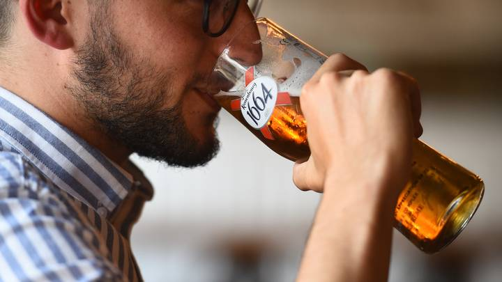 Study Suggests Moderate Drinkers Live Longer Than Tee-Totallers