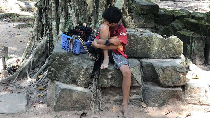 ​Cambodian Boy Amazes Tourist By Speaking Over 10 Different Languages To Sell Souvenirs​
