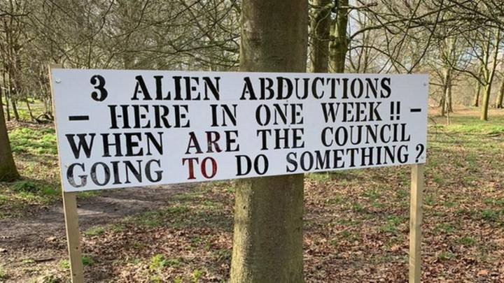 Bizarre Sign Claiming Three People Have Been Abducted By Aliens Pops Up In UK Town