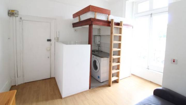 People Are Baffled By 'Unbelievable' Studio Flat In Camden That Costs £754 A Month