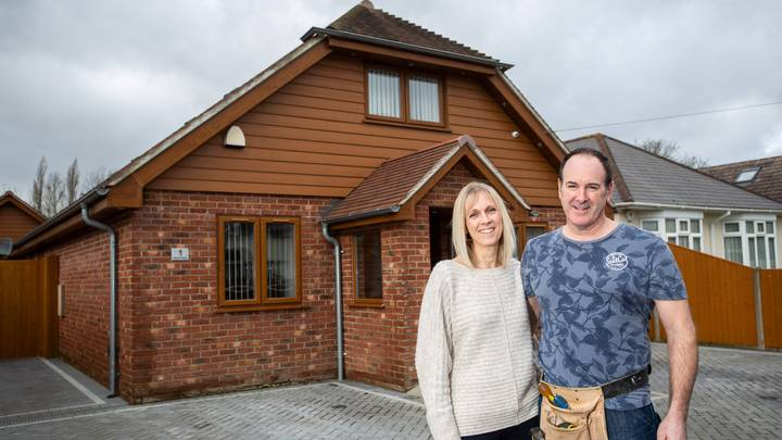 Hampshire Man Builds His Own House For £140,000 Using YouTube Videos