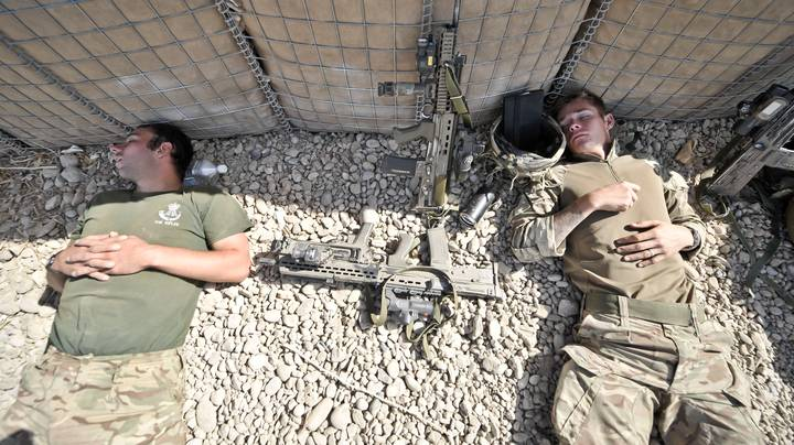 The Technique Soldiers Use To Sleep In The Most Uncomfortable Situations