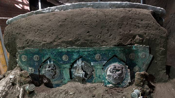 Roman Carriage Found In Pompeii Nearly 2000 Years After City Was Buried