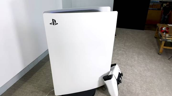 YouTuber Spends £50,000 Making World's Largest Functioning PS5 Console