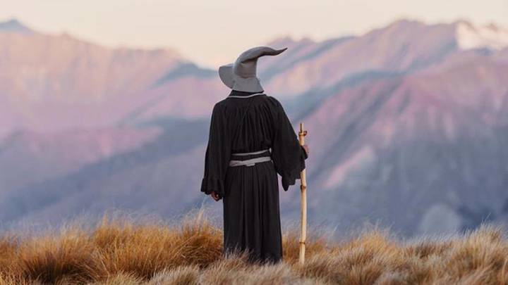 Lord Of The Rings Superfan Travels Through New Zealand Dressed As Gandalf