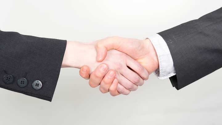 TikToker Shares Negotiation Tactic From Former FBI Negotiator Chris Voss