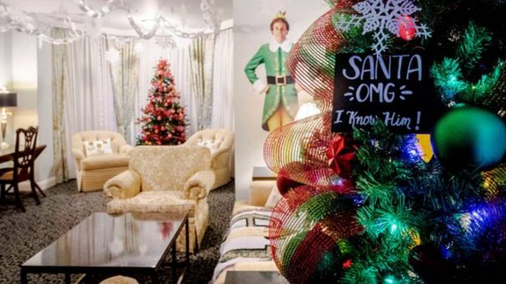 Hotel Creates Amazing Elf-Themed Christmas Suite