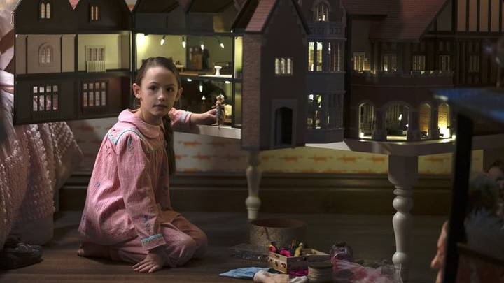 The Haunting Of Bly Manor's Flora Answers The Phone If You Call Number In Nanny Ad