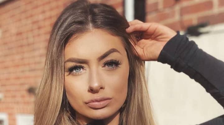 Woman Shares Selfie On Instagram - Doesn't Notice Boyfriend Wiping Bum In Mirror