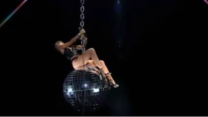 Miley Cyrus Pays Homage To Wrecking Ball Video At VMAs