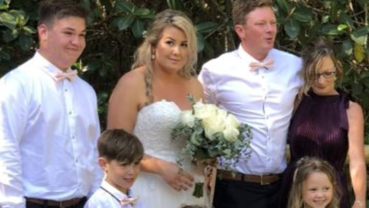 Three Year Old Girl Flips The Middle Finger During Mum & Dad's Wedding Picture