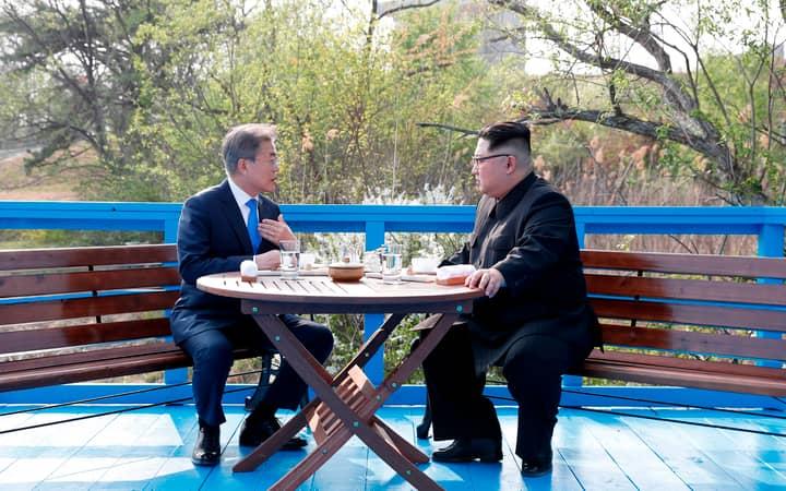 Lip Readers Study Conversation Between Kim Jong Un And Moon Jae-In