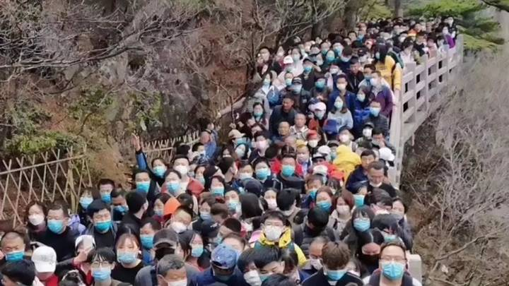 20,000 Tourists Flock To Chinese National Park After Free Entry Offered