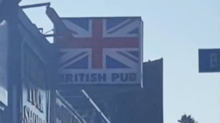 American Man Shows What British Pub Looks Like In US