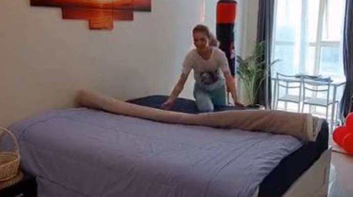 Woman Shows How To Change Duvet Cover In 90 Seconds
