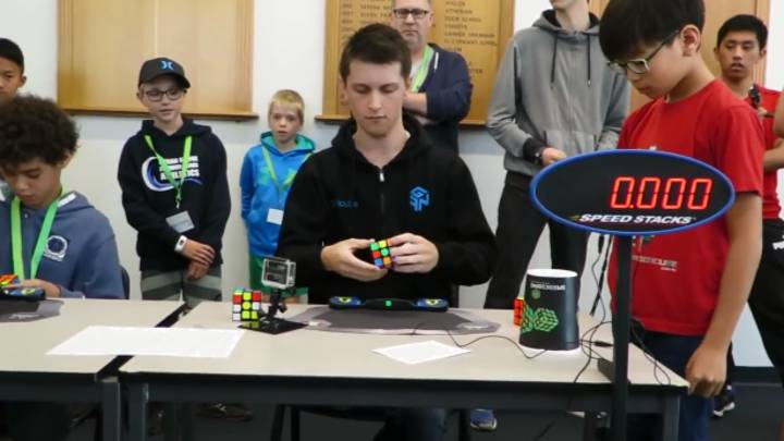 Guy Breaks Rubik's Cube World Record By Solving The Puzzle In 4.22 Seconds