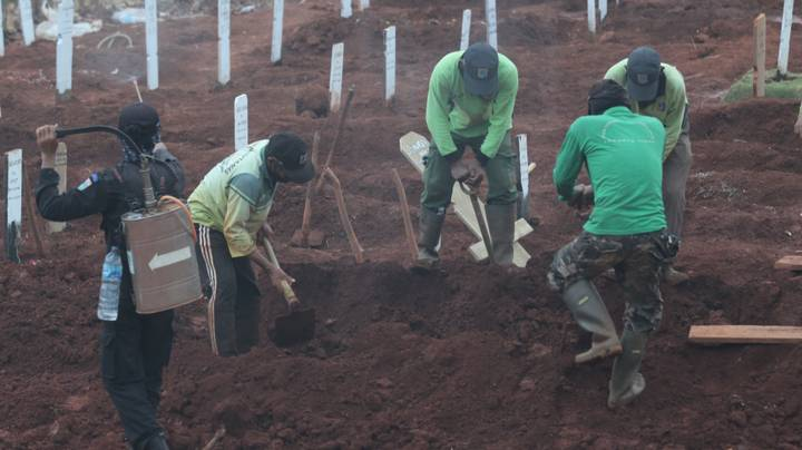 People Caught Not Wearing Face Masks In Java Made To Dig Graves