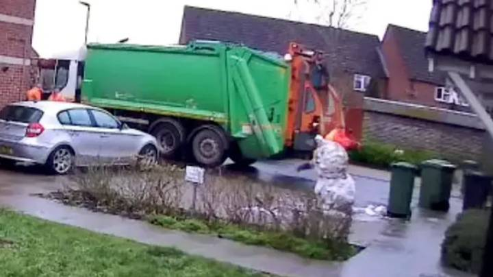 Thousands Sign Petition To Get Binman Who Kicked Snowman His Job Back