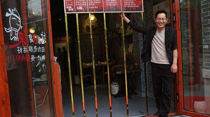 Chinese Restaurant Offers Free Food To Diners Who Can Fit Through Metal Gate