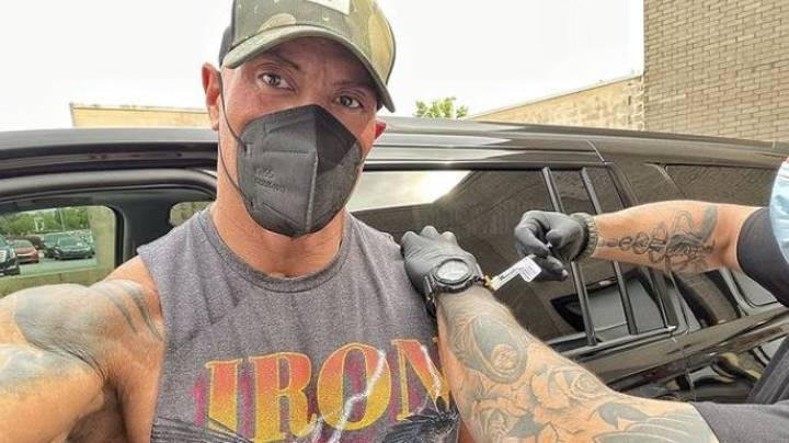 People Think Photo Of The Rock Getting Vaccine Is His Stunt Double