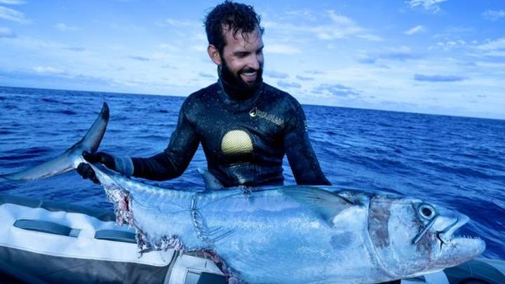 Amazing Footage Shows Fisherman In Tug Of War With Sharks Over Tuna Catch