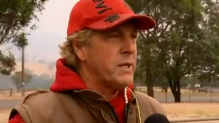 Man Refuses To Leave His 60 Sled Dogs Until They Can Be Evacuated From Bushfire Area