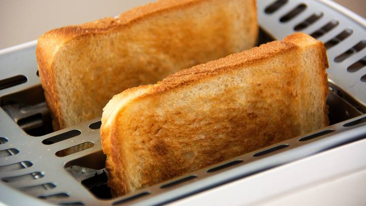 Long Covid Patients Report Smelling Weird Things Like Burned Toast And Fish