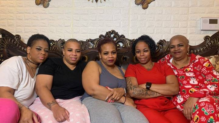 Mum And Sisters Of Gorilla Glue Woman Cut Off Hair In Support