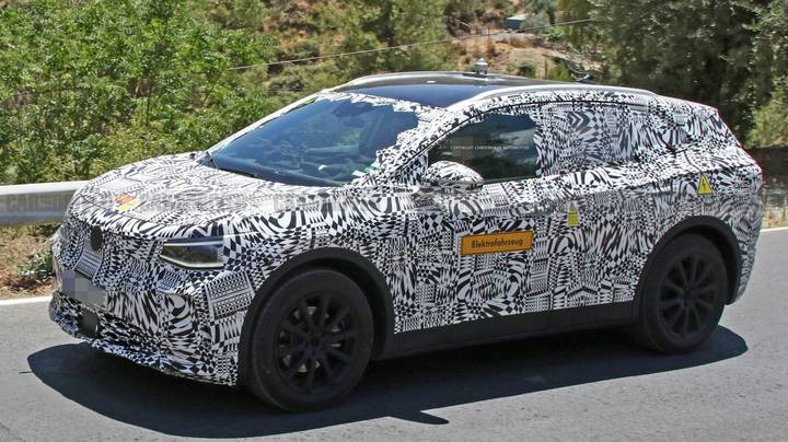 Volkswagen ID Crozz 2020 Electric SUV Spotted In Test Run