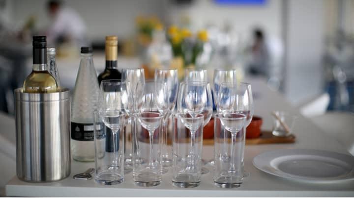 Restaurant Receives 963 Applications For Receptionist Role As Unemployment Surges