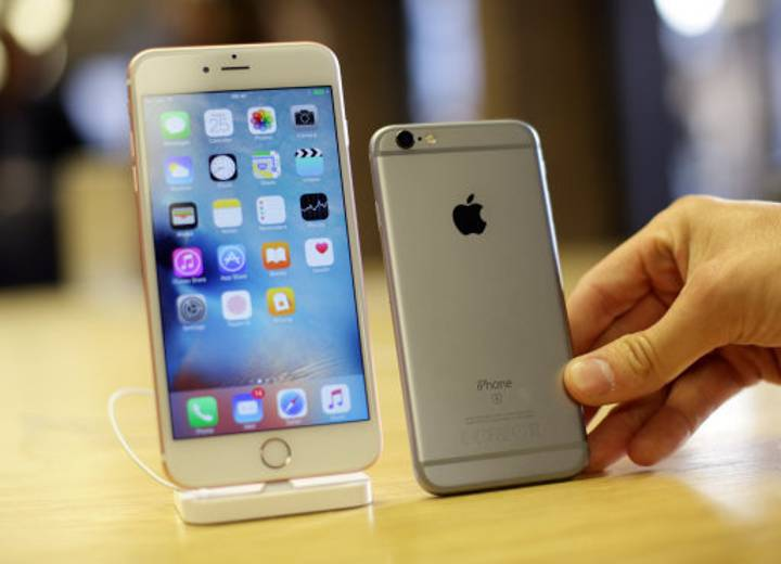 Absolute Chancer Claims He Invented The iPhone In 1992 And Wants £7.5 Billion In Compensation