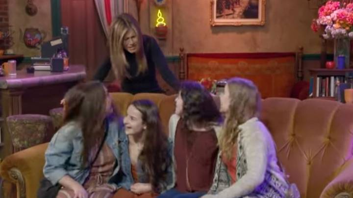 Jennifer Aniston Scared A Bunch Of Friends Fans At Central Perk