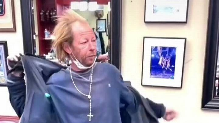 Homeless Man Looks Incredible After Barber Gives Him A Free Haircut