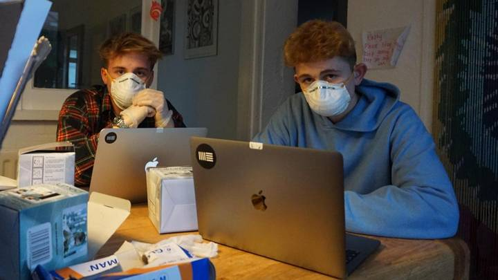 Two College Students Make £10,000 Selling Face Masks Following Coronavirus Outbreak