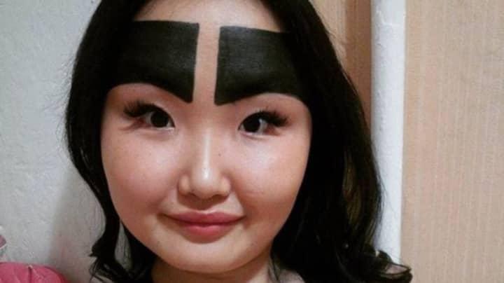 Instagrammer Famed For Her Huge Eyebrows Shares Photo Without Make Up