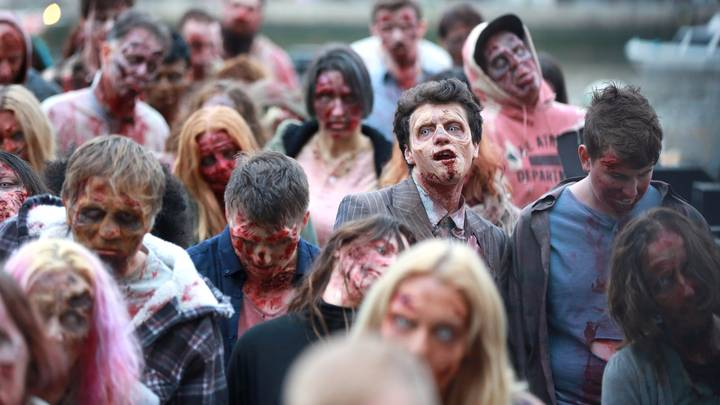 Hundreds Of Zombies Invade London As 'Walking Dead' Celebrates 100th Episode