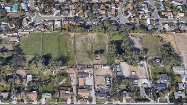 Google Maps Shows Rude Message Mowed Into Lawn Pointing At Neighbour's Home