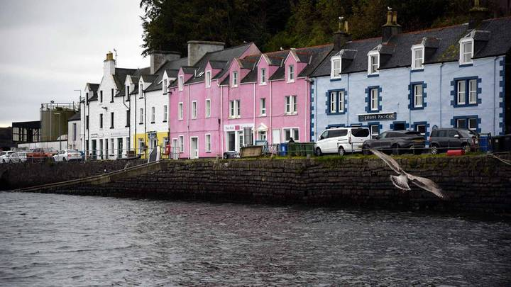 American Tourist Complains To Scottish Hotel After Mistakenly Using Fudge As Soap